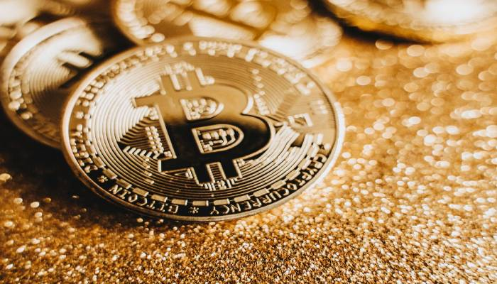 advantages of investing in bitcoin